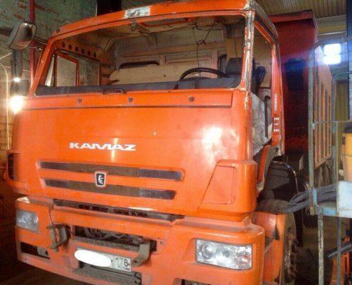 Кабина грузовой машины